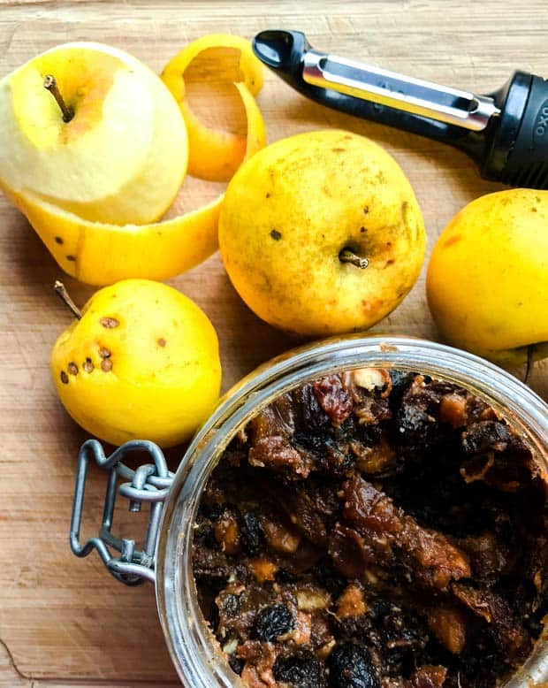 Apples and a jar of mincemeat