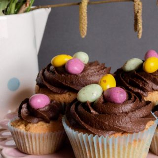 Easy Easter Cupcakes and their little cousins the mini cupcake for little bites