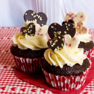 Enjoy a sweet treat of Chocolate Gingerbread Cupcakes for Valentines #Valentines #cupcakes