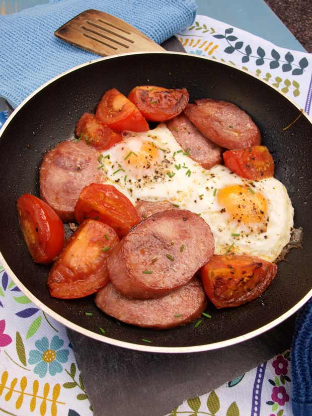 Cook this One Pan Polish Breakfast at the weekend, it's so delicious and only one pan