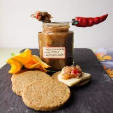 How to make Spicy Courgette and Apple Chutney