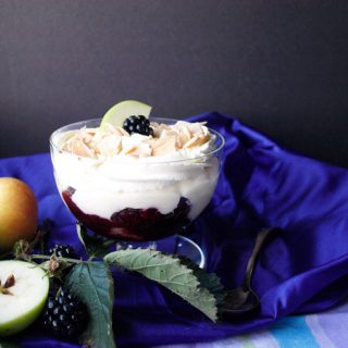 Layers of sweet flavours in Easy Blackberry and Apple Trifle #blackberry #apple #trifle #recipe