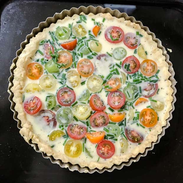 Pastry case filled with tomatoes and egg
